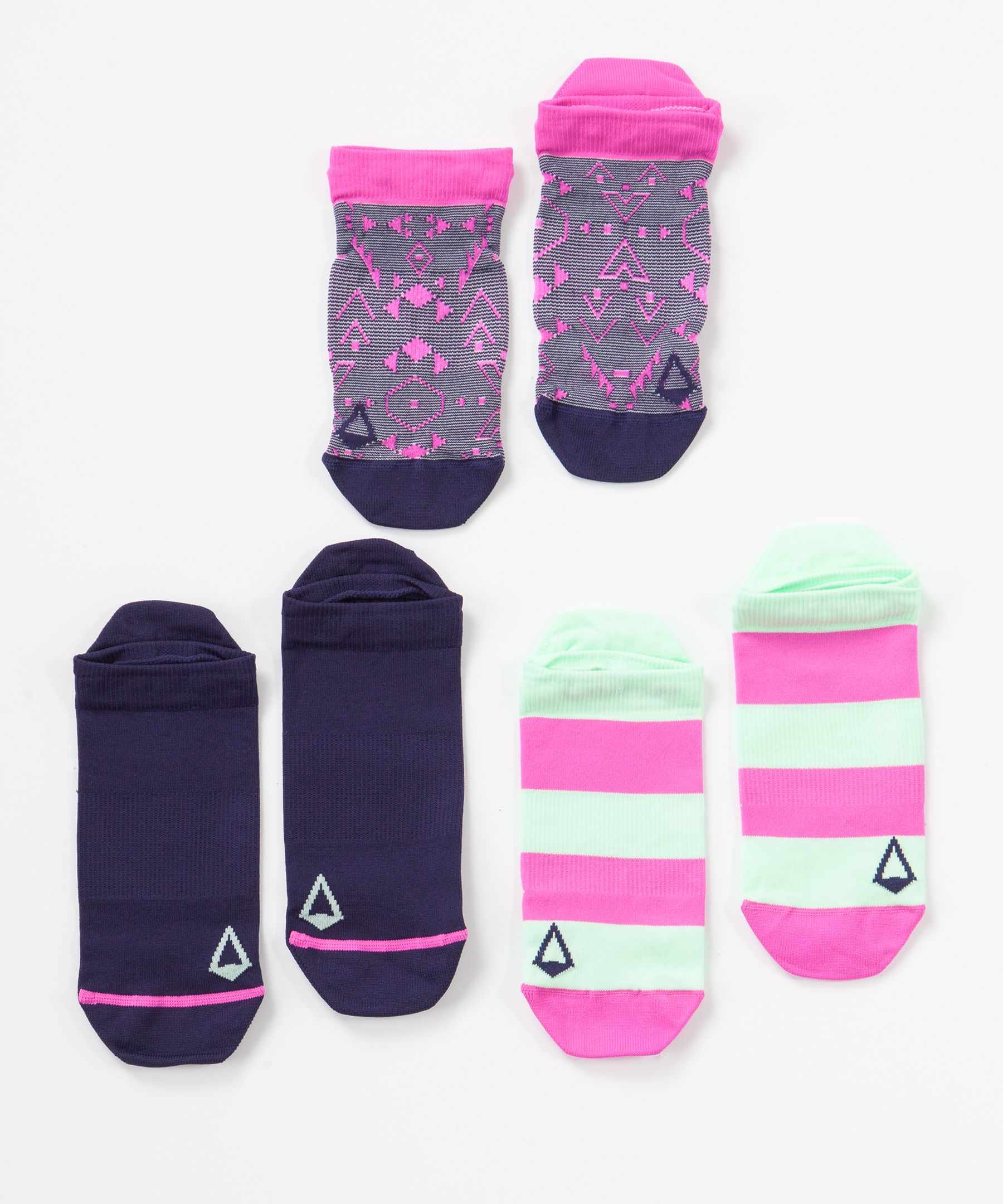 Mix and match these  lightweight, naturally  breathable socks to create  your own look at school or  practice.
