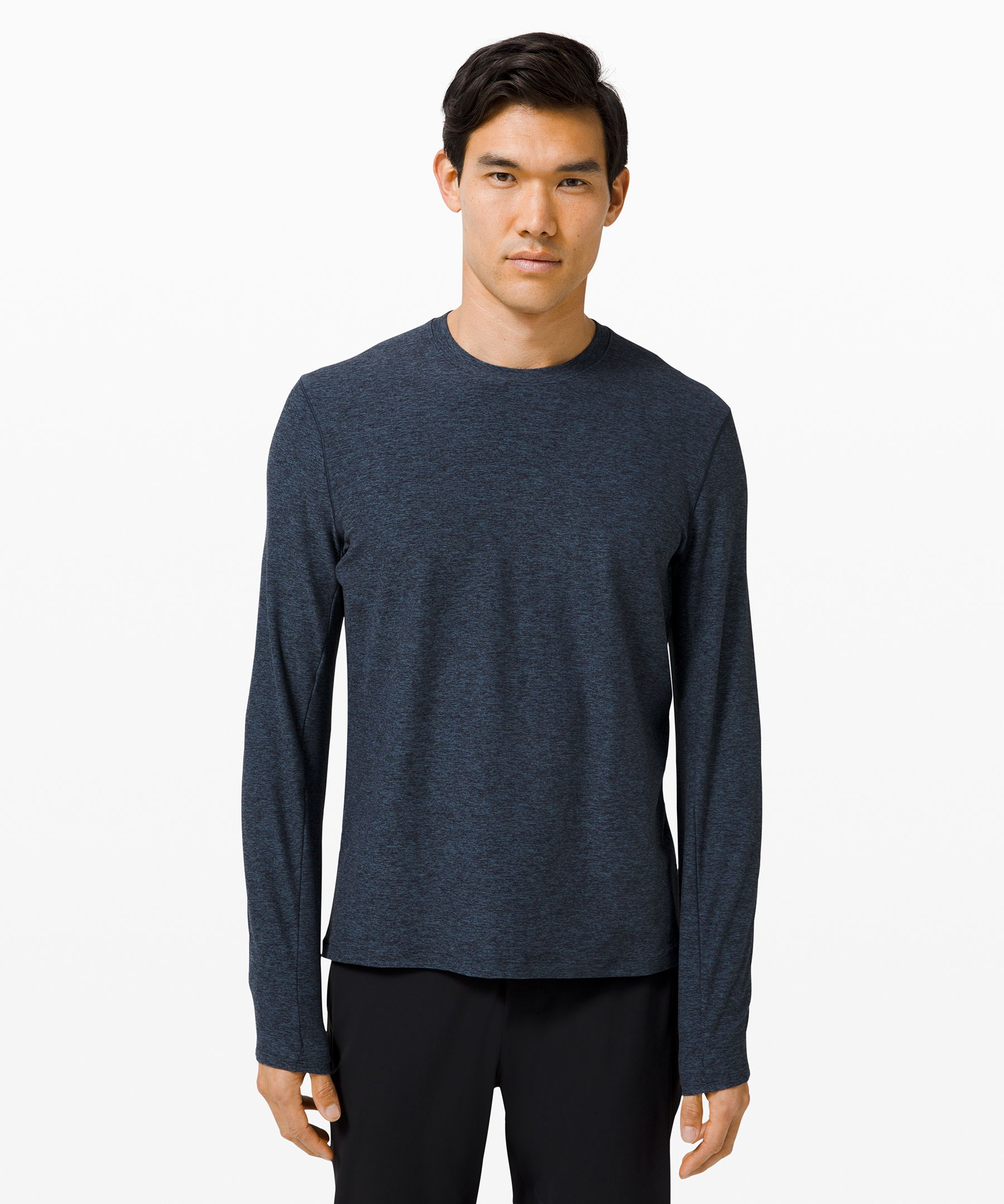 Stay warm and visible as you  power through late night runs  in this long sleeve that  features reflective detailing.