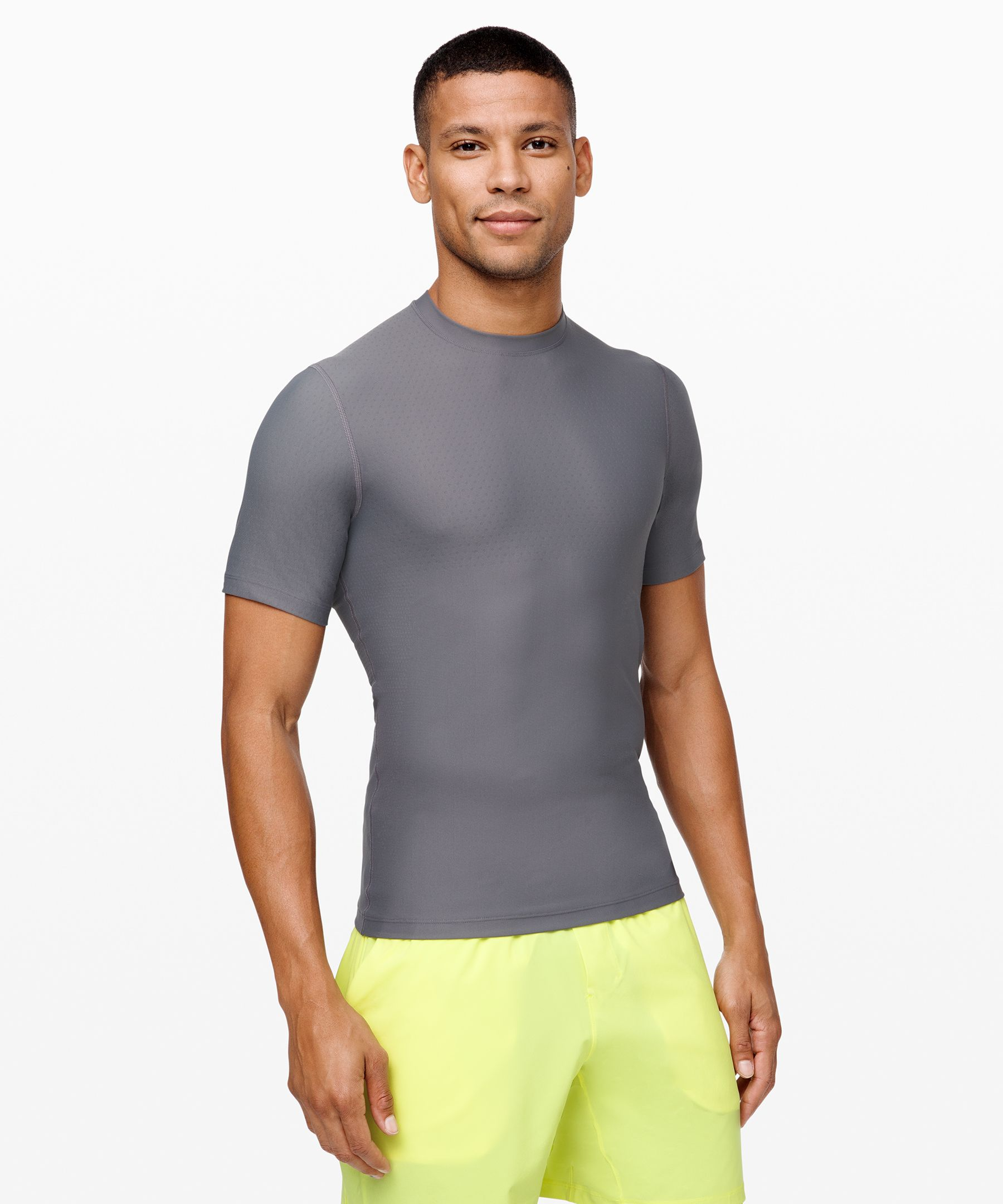 Made for running, this  breathable t-shirt is designed  with zoned ventilation in  high-sweat areas.