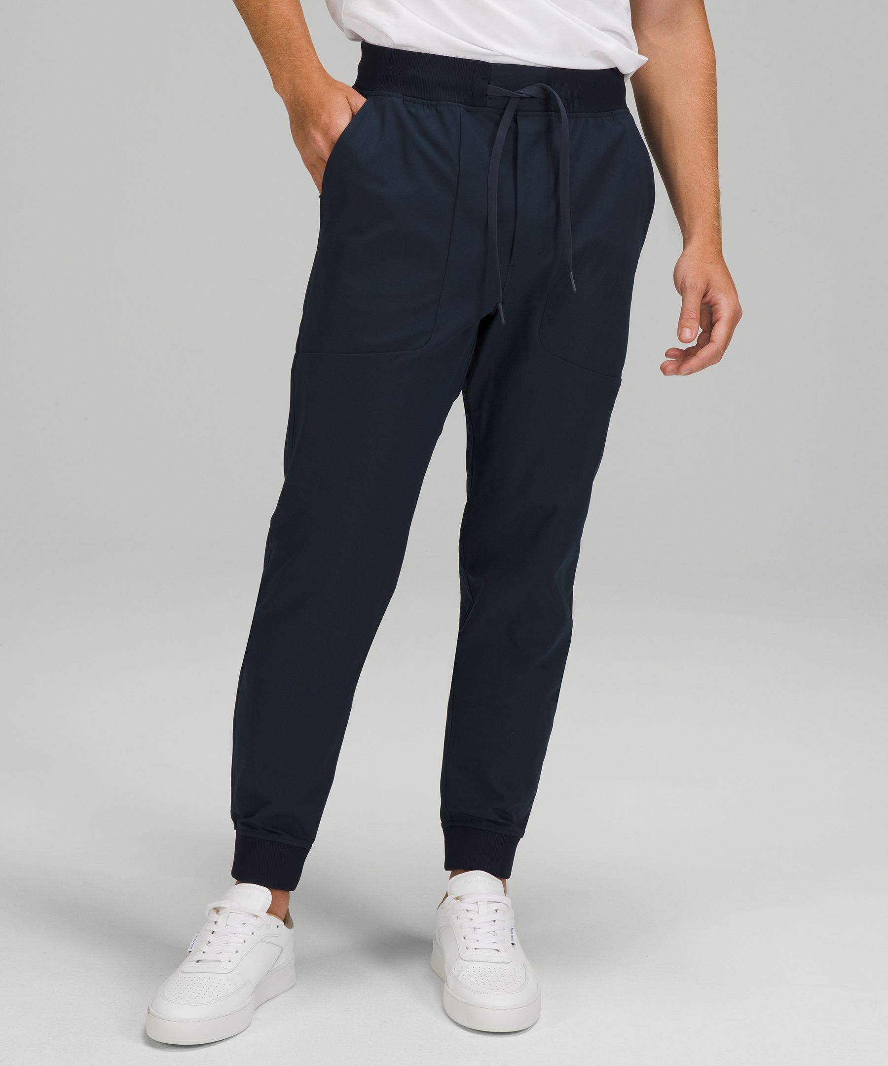 These sleek joggers feature  our ABC (anti-ball crushing)  engineering and four-way  stretch Warpstreme™ fabric,  making them an obvious choice  for recreation or travel.