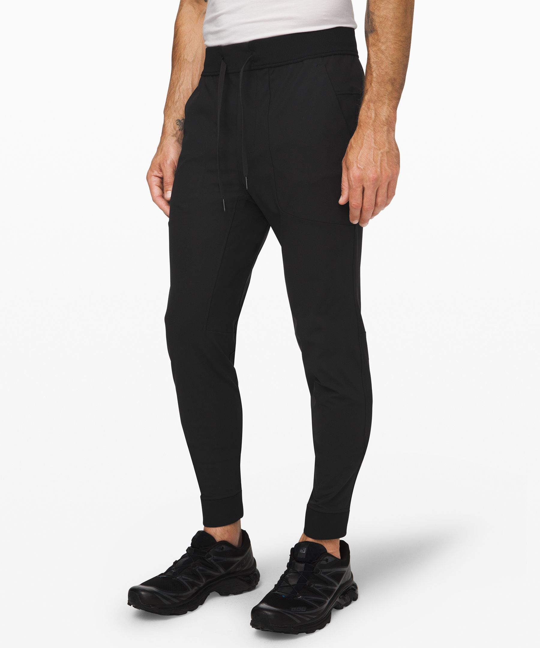 These skinny-fit joggers  feature our ABC (anti-ball  crushing) engineering and  four-way stretch Warpstreme™  fabric, making them an obvious  choice for recreation or travel.