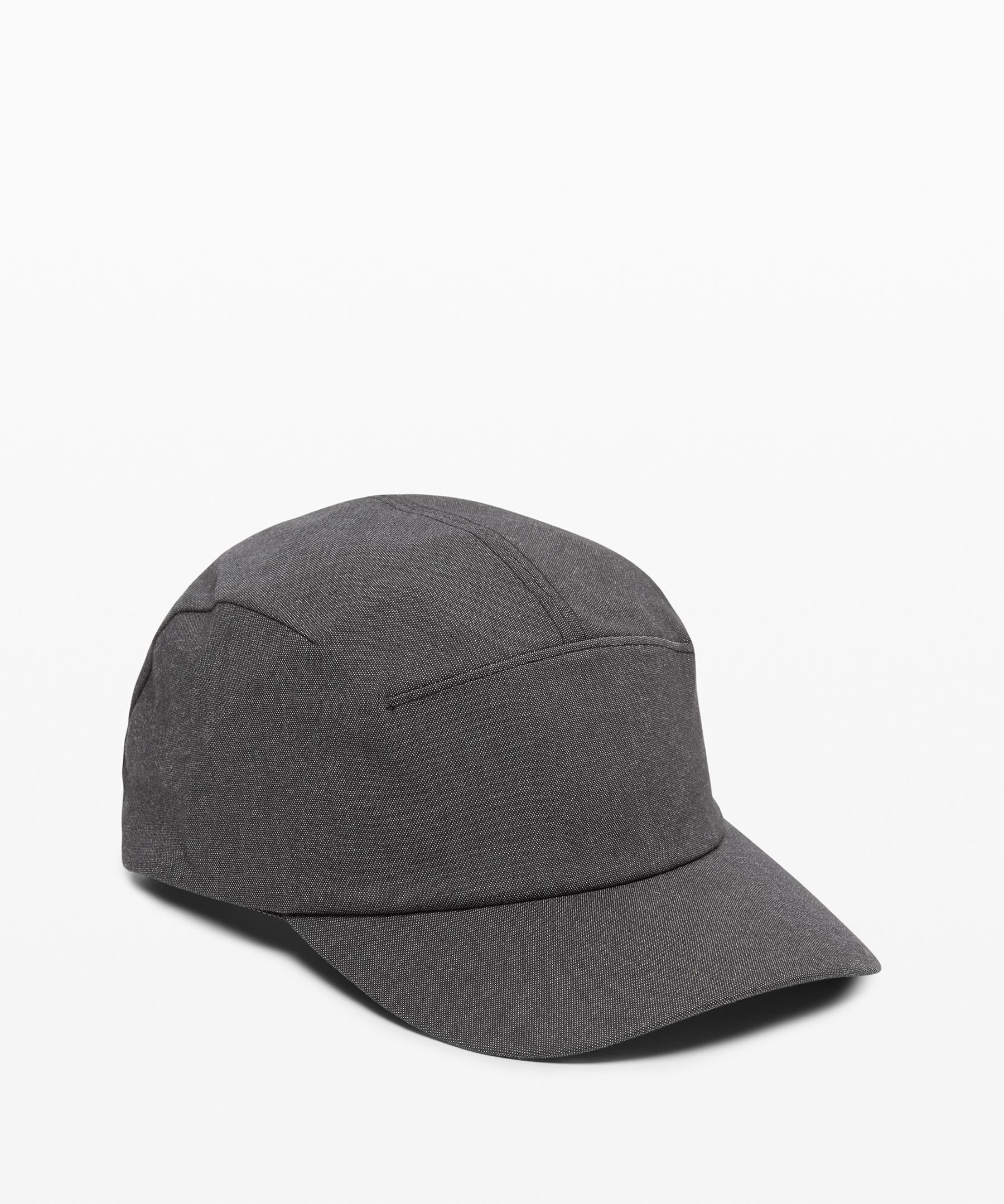 Move through hot and sunny  days in comfort in this  single-panel hat that boasts  technical details and  low-profile bonded seams for  high performance with a sleek,  minimal look.
