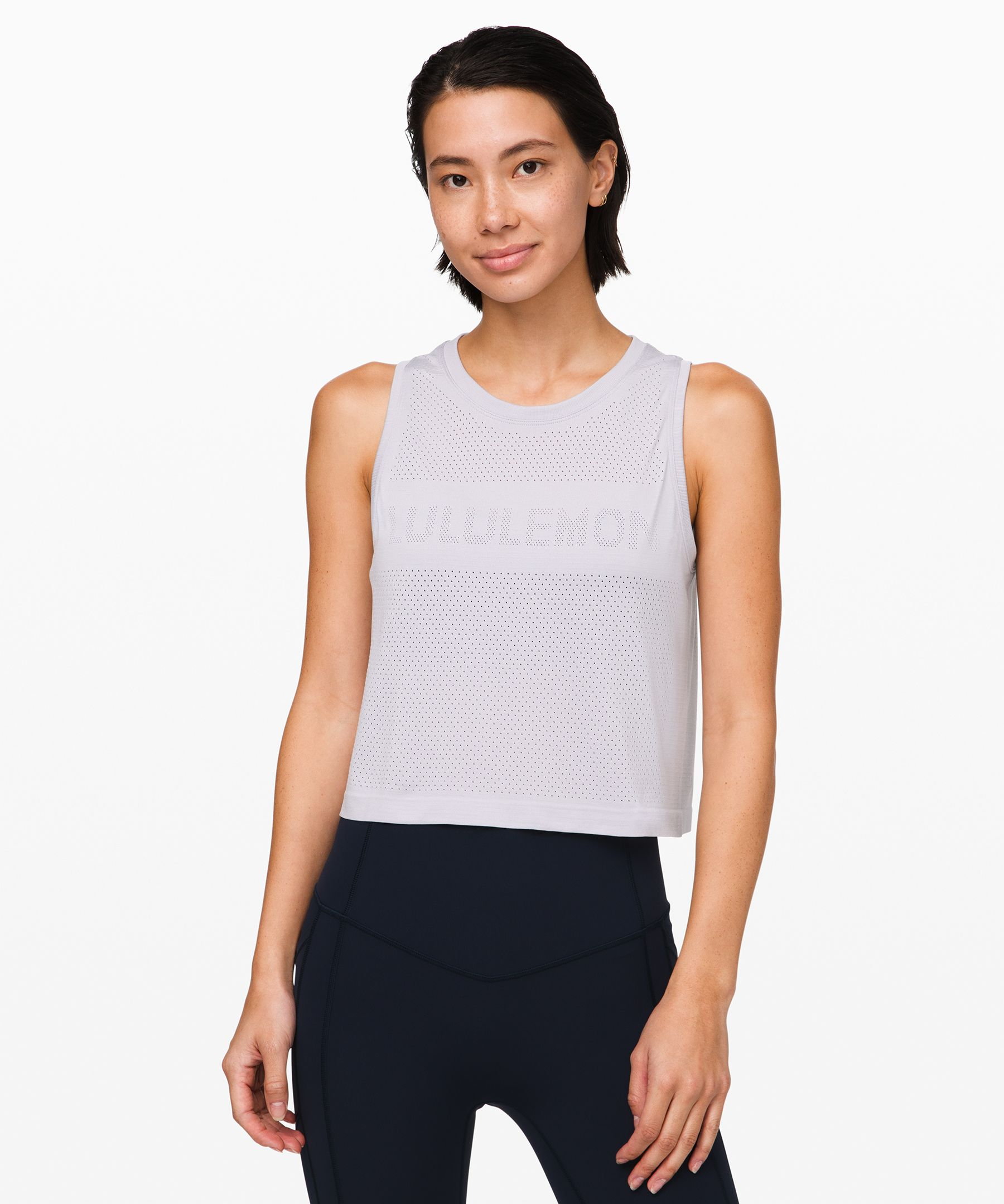 From long runs to circuit  reps, catch your cool in this  seamless and anti-stink  cropped tank. Open-hole  ventilation allows for plenty  of airflow when your workout  heats up.
