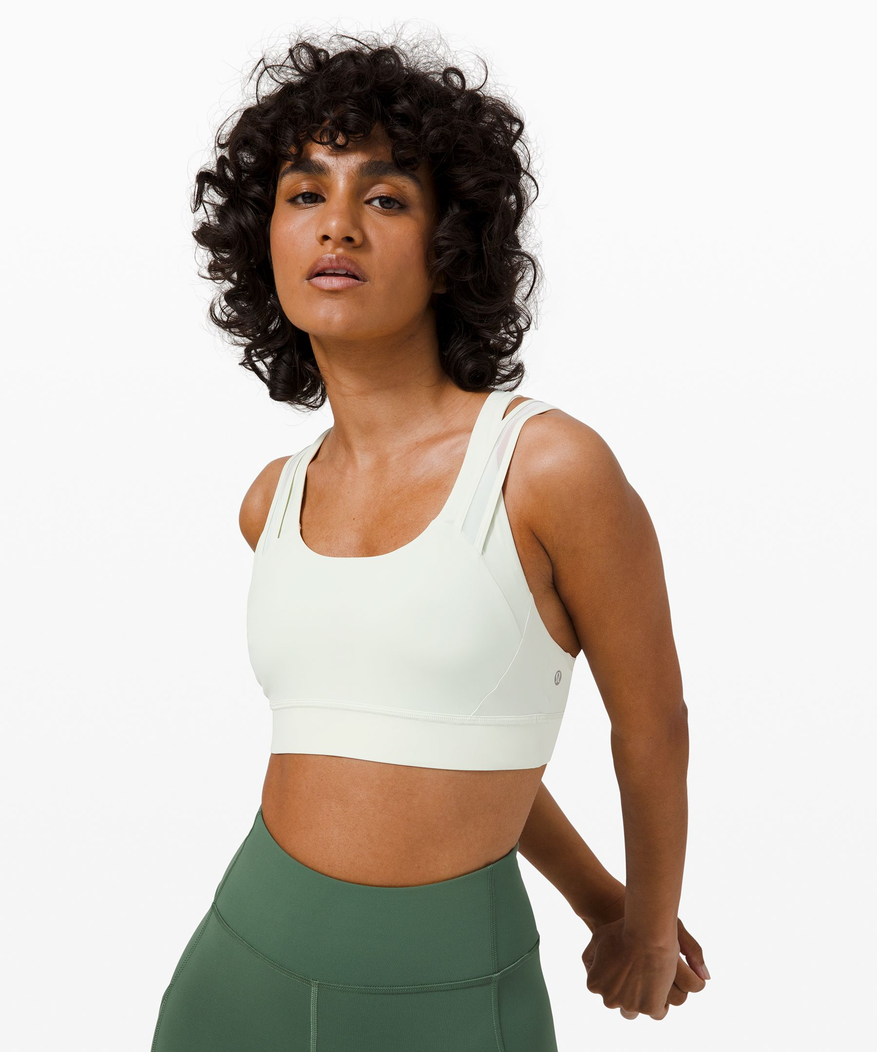 You don\\\'t have to choose  between style and performance  for your workout. This bra  features Mesh fabric panels  that give your look an edge  while allowing airflow as you  work up a sweat.