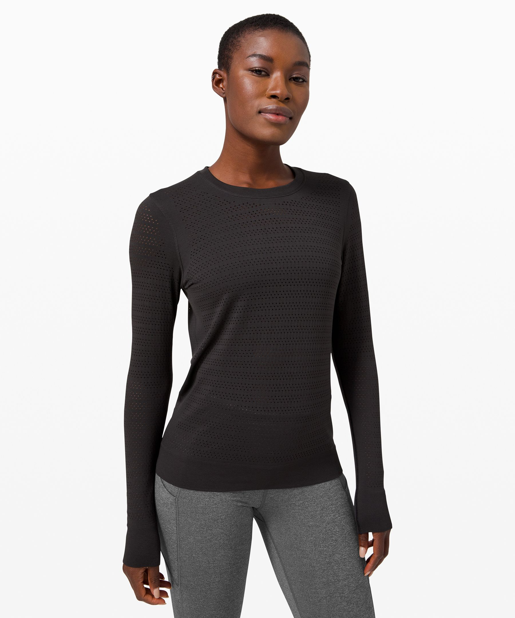 From long runs to circuit  reps, catch your cool in this  seamless, anti-stink long  sleeve. Open-hole ventilation  allows for plenty of airflow  when your workout heats up.