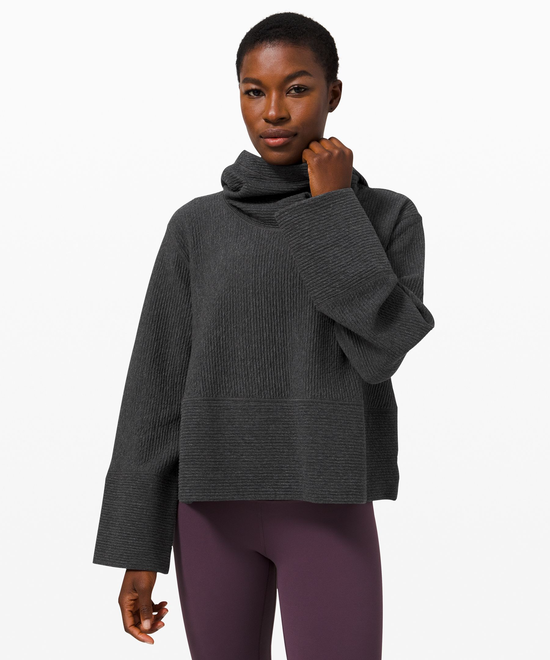 Keep covered while you  recover. With a bell sleeve  and a swing silhouette, this  hoodie layers easily over your  favourite tops. Throw it on to  stay warm during your  restorative practice.
