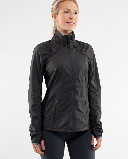 Run: Essential Jacket