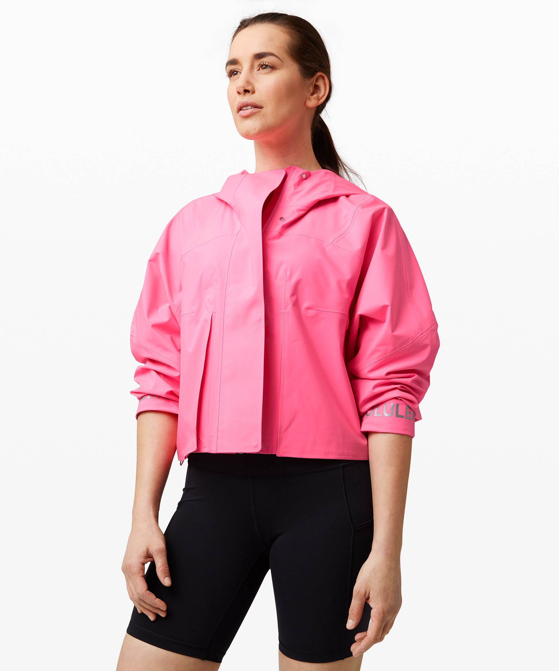 Whether you\\\'re running a  casual 5k or just running  errands, this cropped jacket  gives you room to move with  style to spare. Waterproof  fabric keeps you protected  from light rain while  perforated vents help keep  things breathable when your  pace picks up.