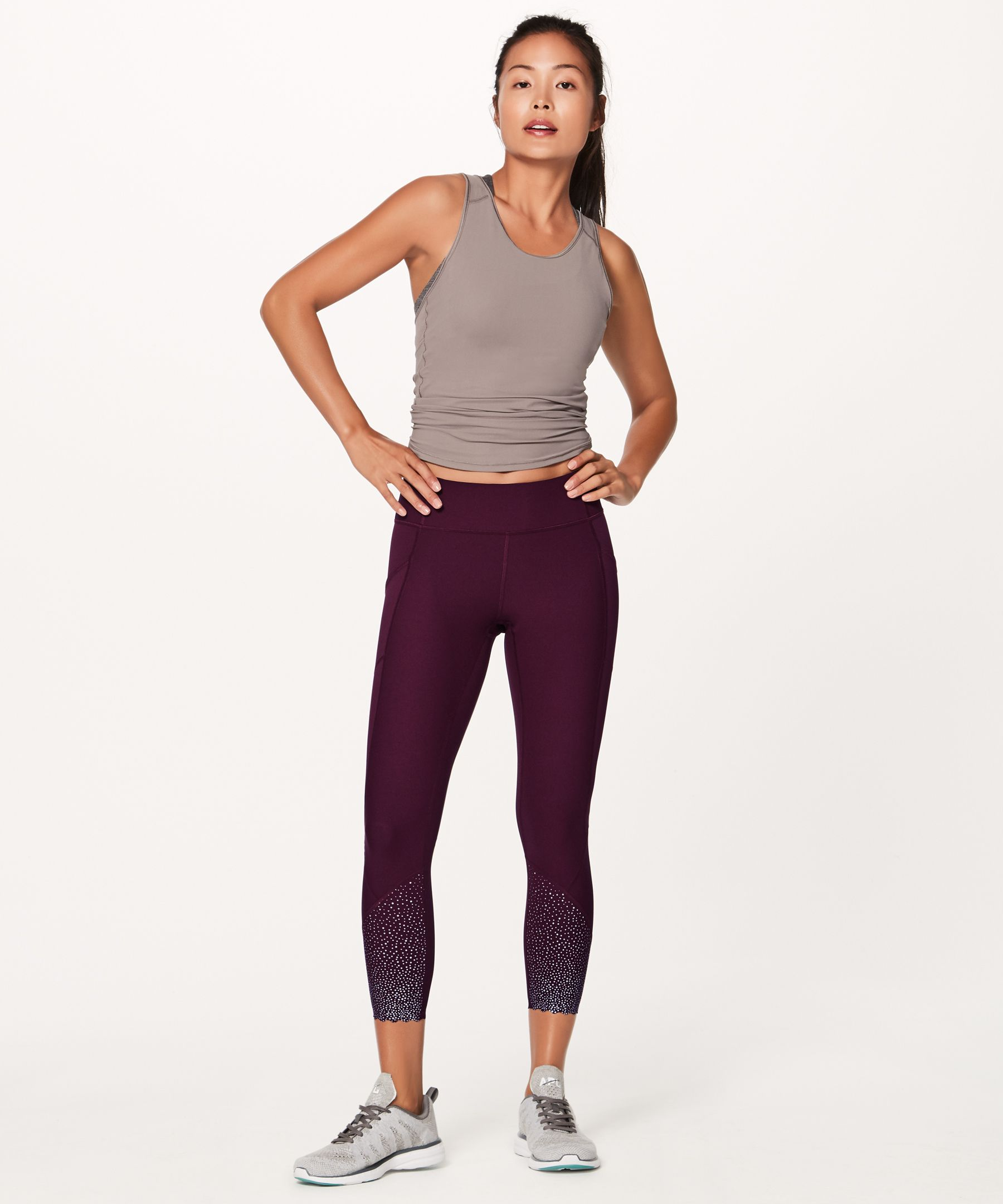 We engineered these training tights with moderate compression to help stabilize your muscles—and included lots of storage options. Made with Full-On® Luxtreme fabric that offers great support and coverage with a smooth feel and is sweat-wicking and four-way stretch.