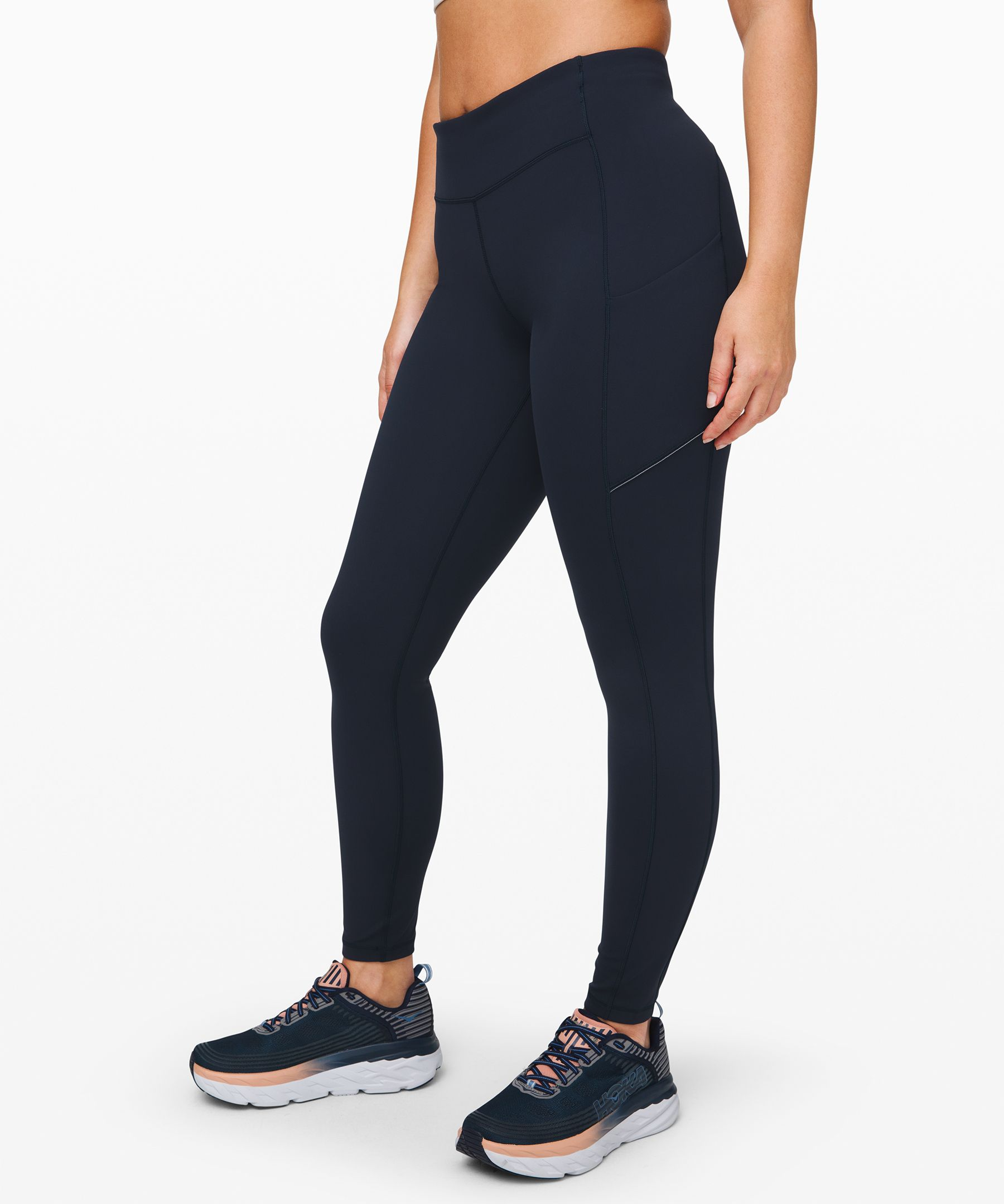 We designed these tights with  a lightweight waistband and  easy-access pockets so you can  focus on your run—not your gear.
