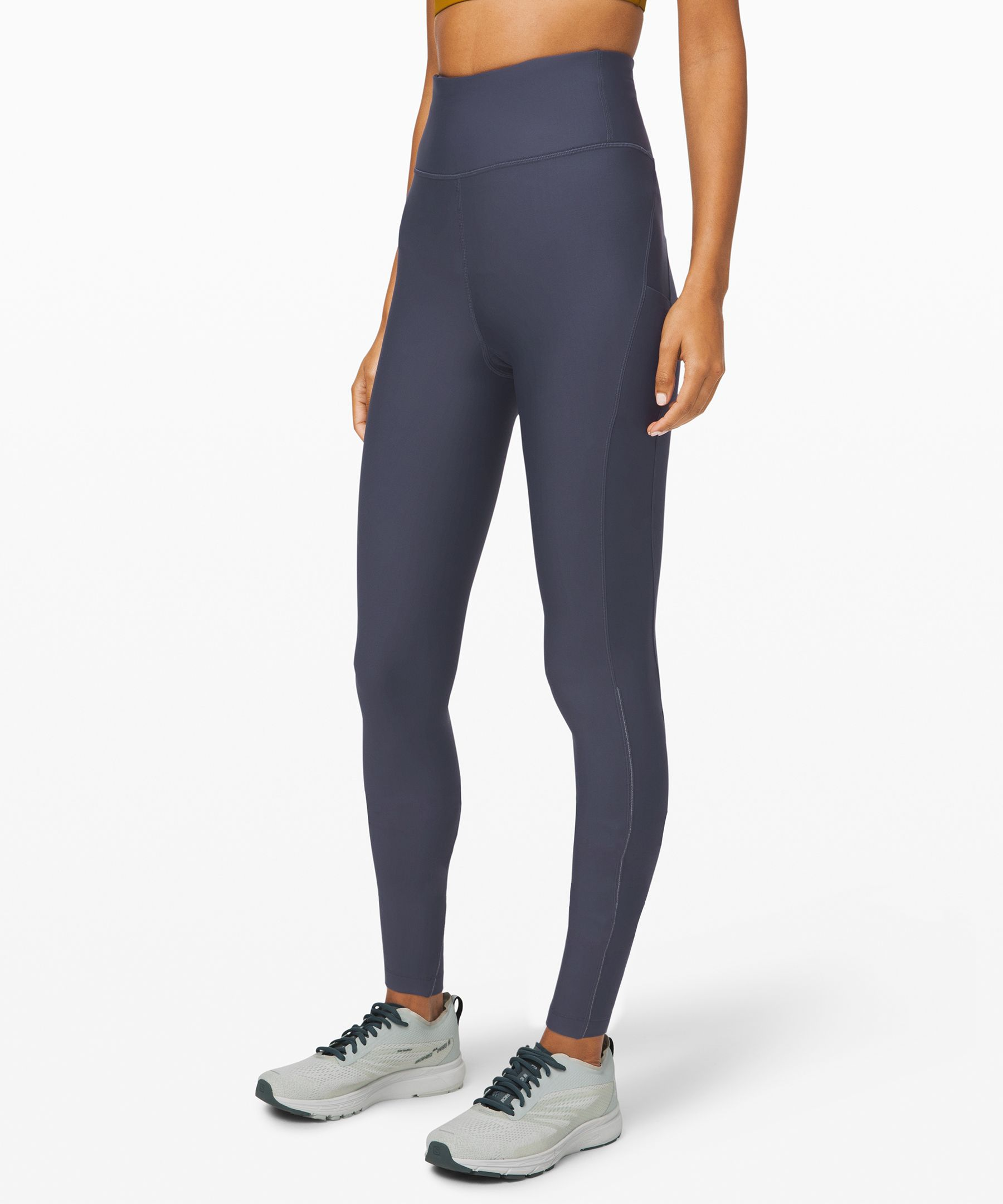 Take on the cold in these  super-high-rise run tights,  designed with plenty of  pockets and cozy Tech Fleece  fabric.