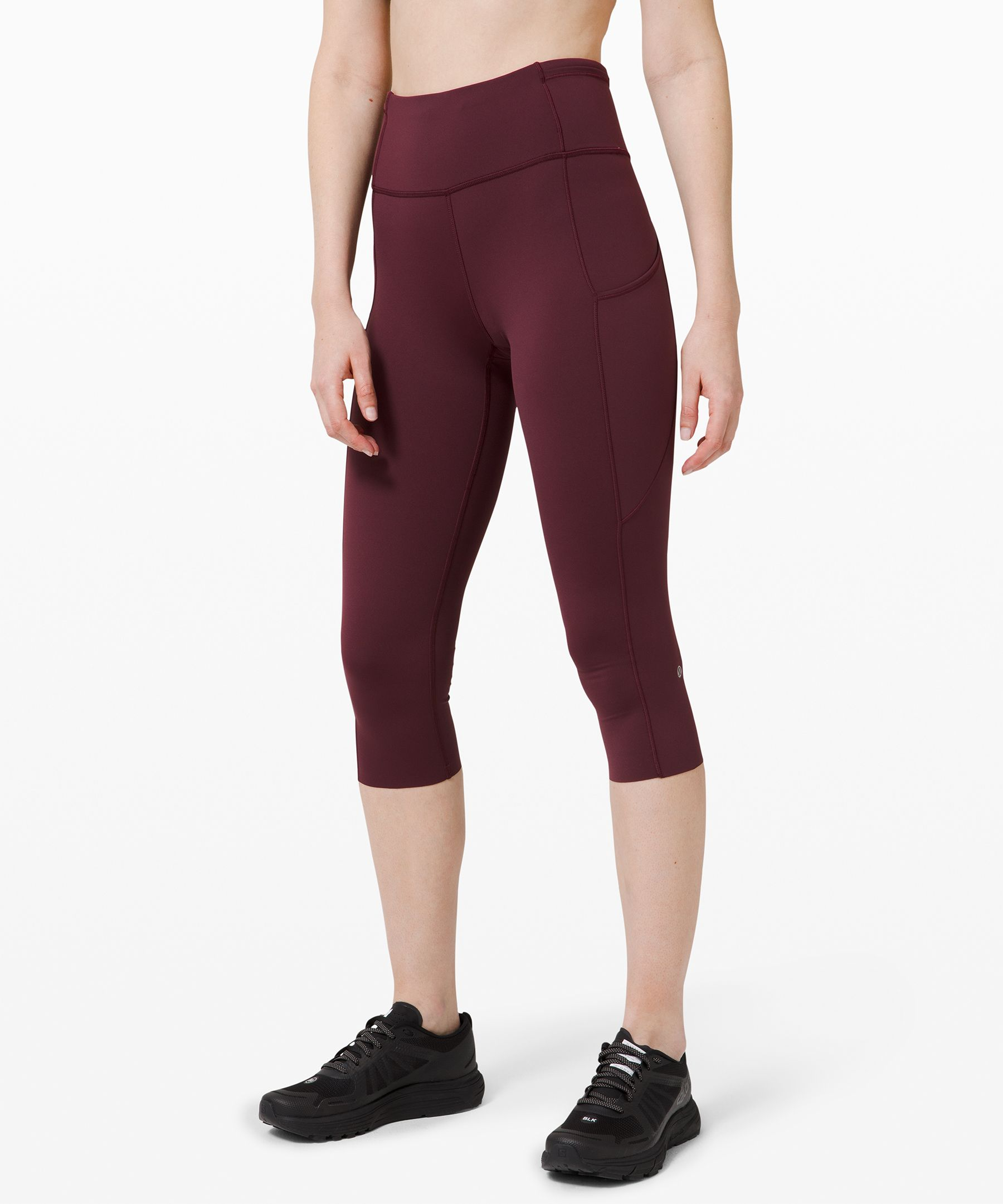 Feel as fast as you do free in  these barely-there feeling  crops that won\\\'t distract you  from picking up the pace.  Nulux™ fabric offers near  weightless coverage for a  seriously smooth stride.