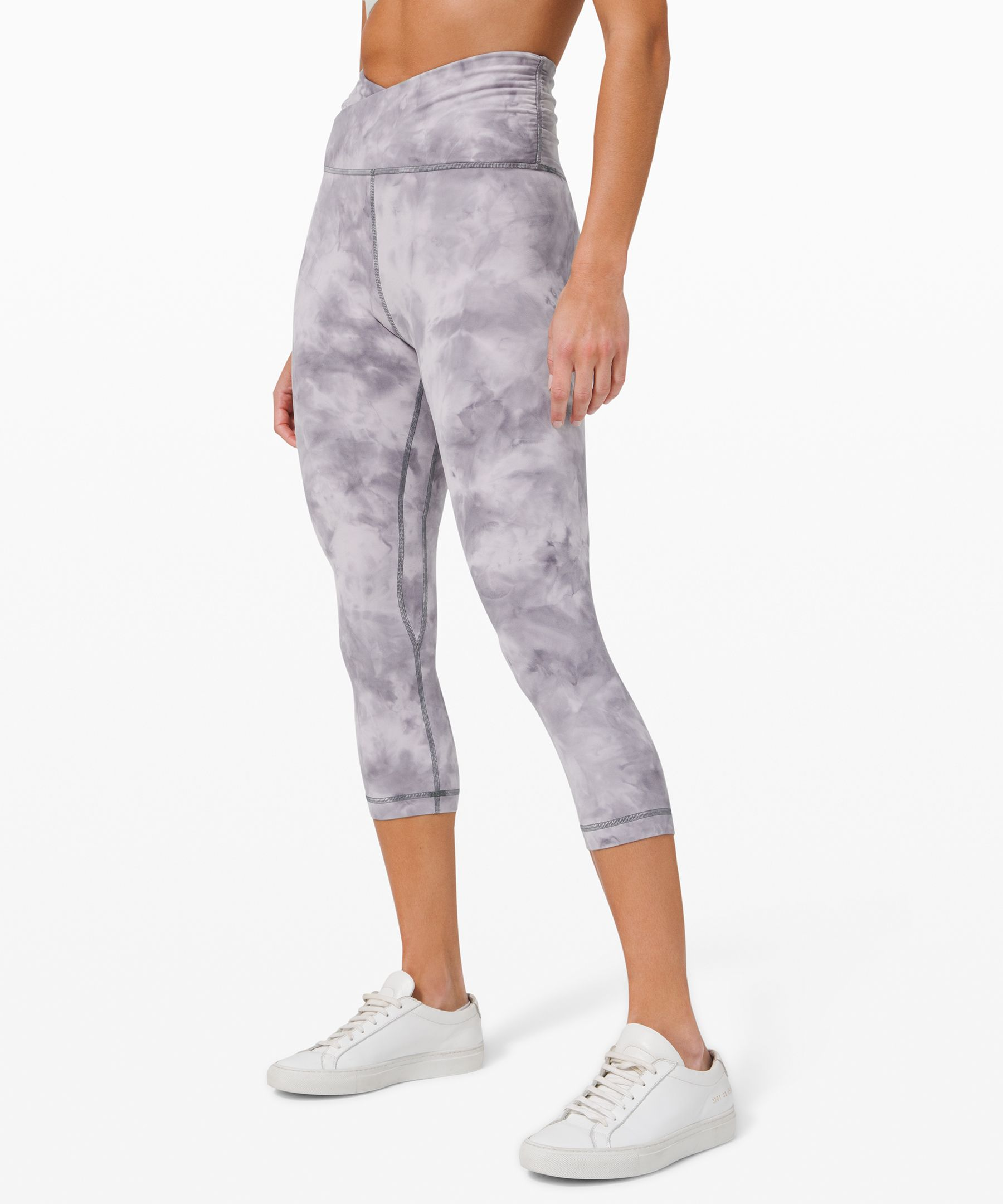SPECIAL EDITION: A gracefully  gathered and crossed waist  lends feminine flair to our  classic yoga crops, designed  to minimize distractions and  maximize comfort as you flow  through your practice.