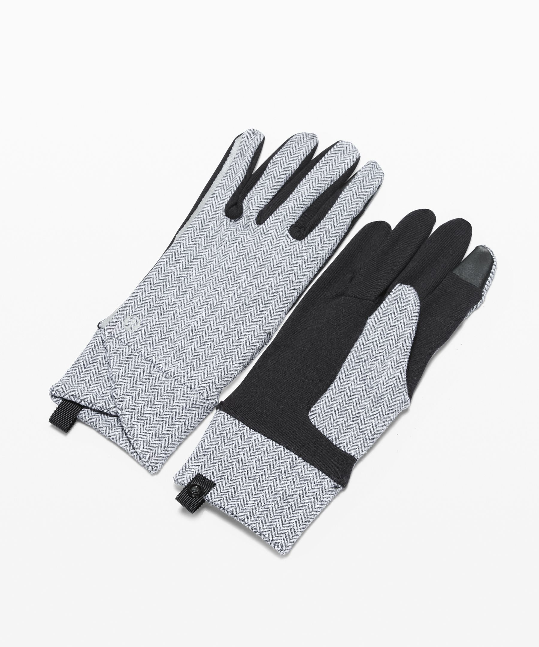 Run comfortably in the cold,  dark months in these soft  gloves that feature both  tech-friendly fingers and  reflectivity.