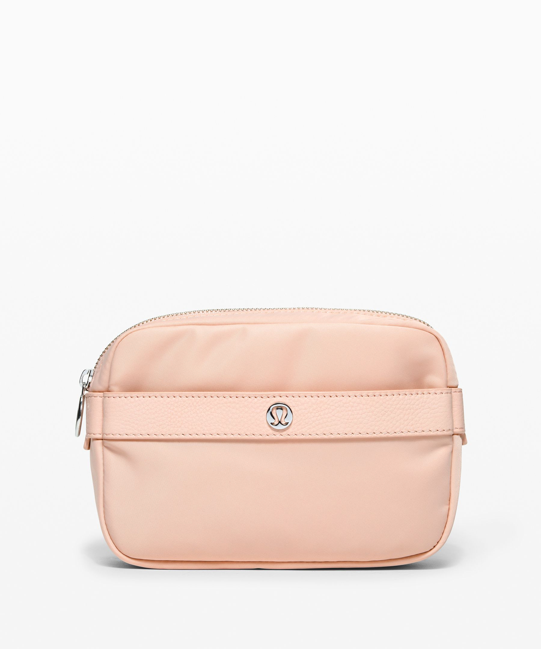 Inspired by our iconic  lululemon shopper, this belt  bag will keep your hands free  all day. Perfect for now and  always.
