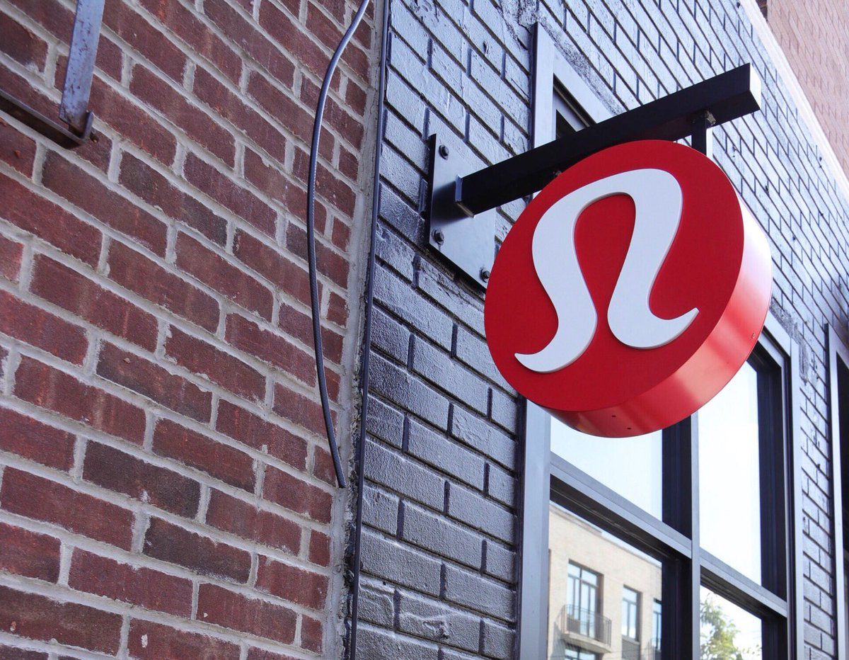 Festive Holiday Shopping at lululemon