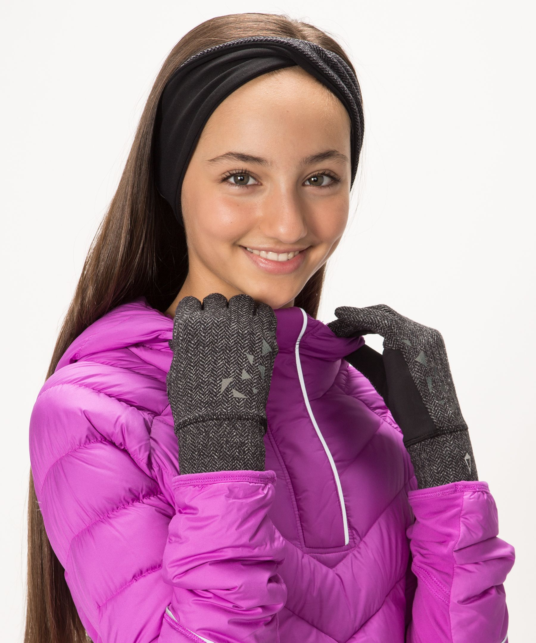 glove girl From age range to position, justballglovescom provides the best information on sizing your next baseball glove or softball glove.