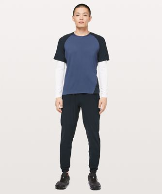 Focal Point Kurzarm-Shirt
