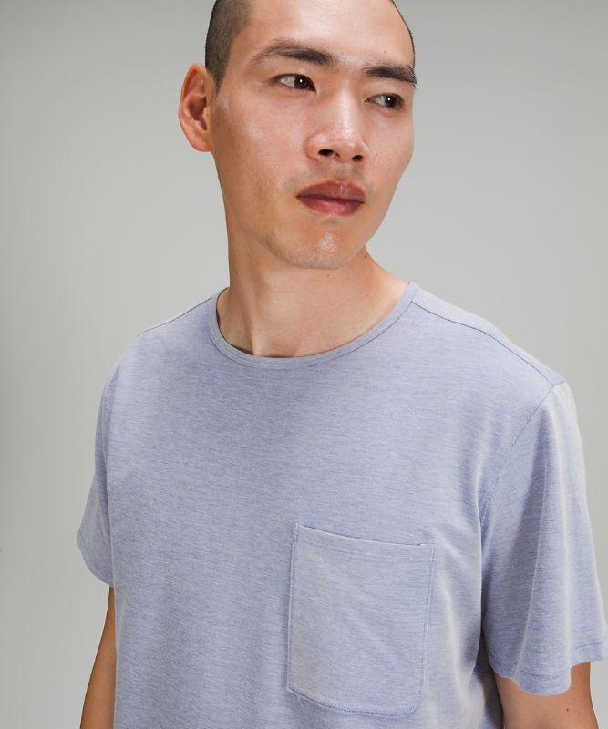 T-Shirt mit Brusttasche und entspanntem Schnitt