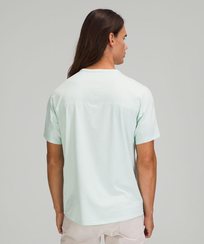 Das Fundamental T-Shirt mit Tasche