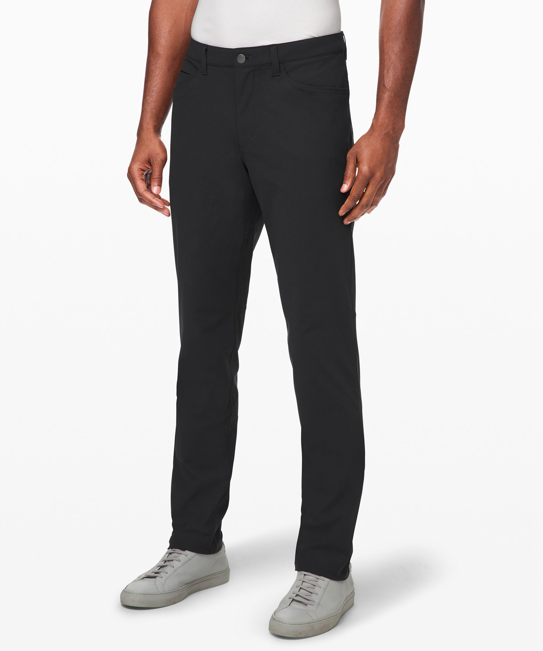 Move freely in all-day comfort with these classic-fit pants inspired by the timeless details of 5-pocket jeans.