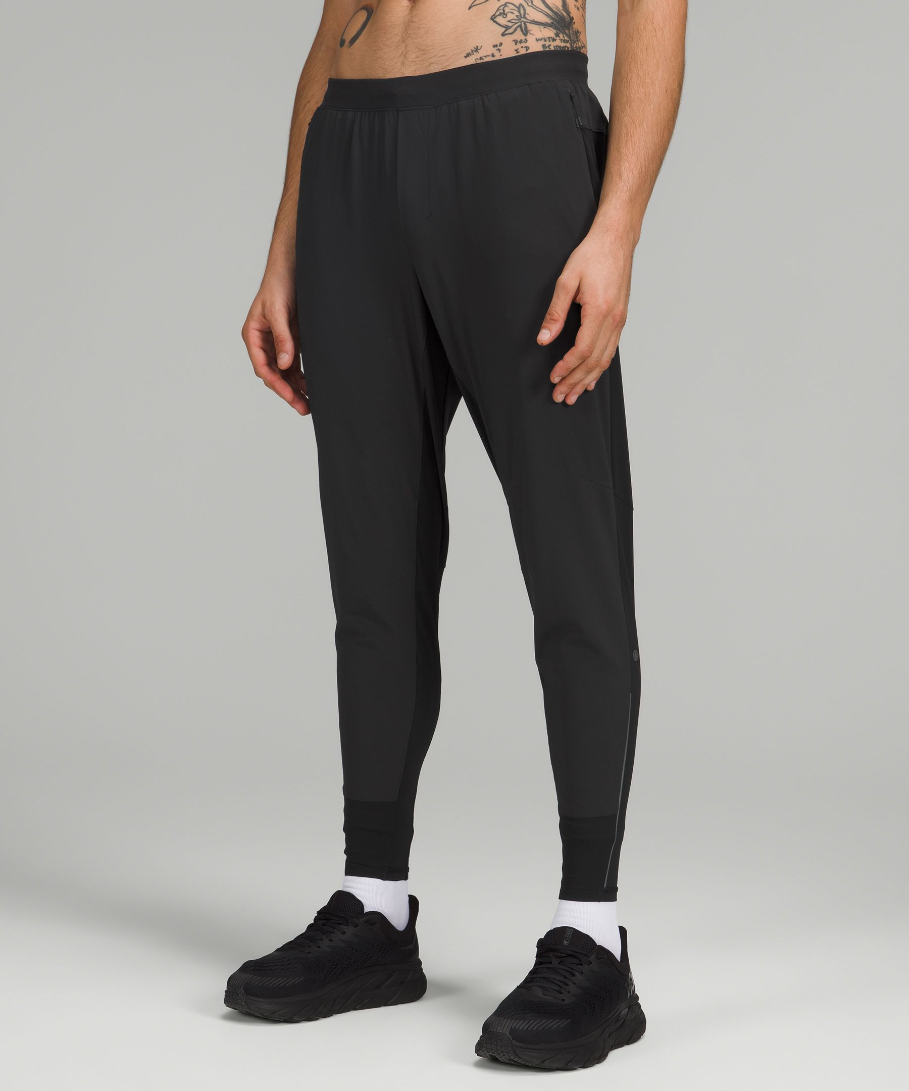 Cold weather giving you goosebumps Pull on these lightweight run pants. They\\\'re cut to stay out of your way, without restricting your quads.