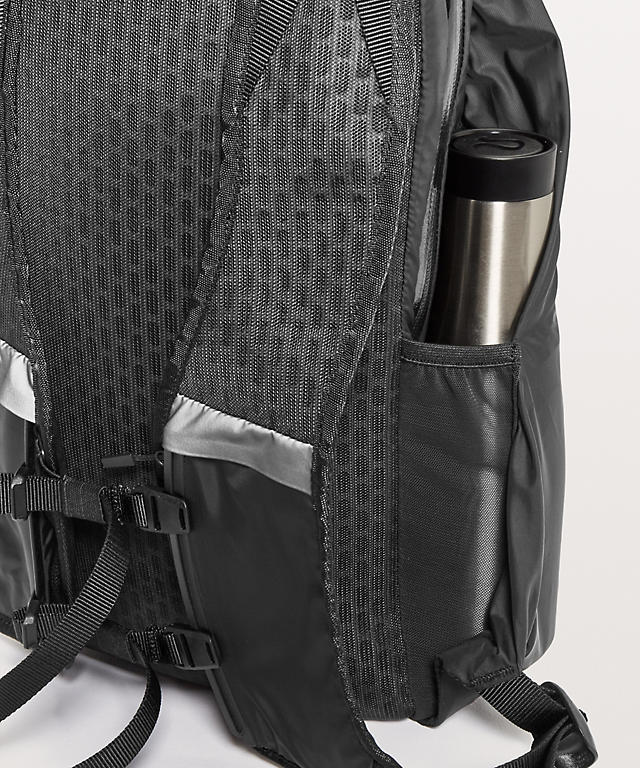 083052f6120 Black Surge Run Backpack Ii Men S Fit 16l