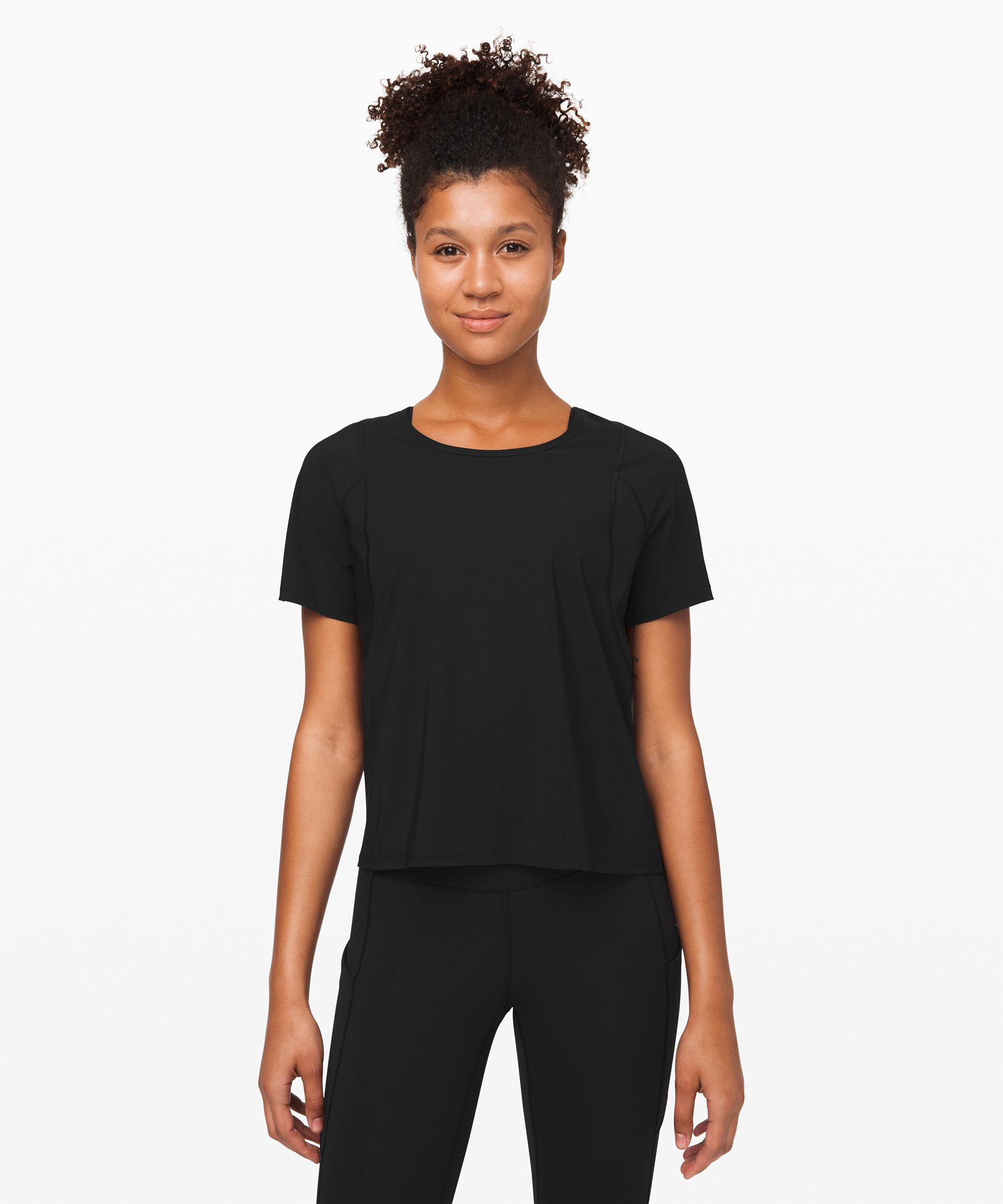 Hello sunny days. This run-ready tee protects your skin when the rays are strong and you\\\'re chasing goals.