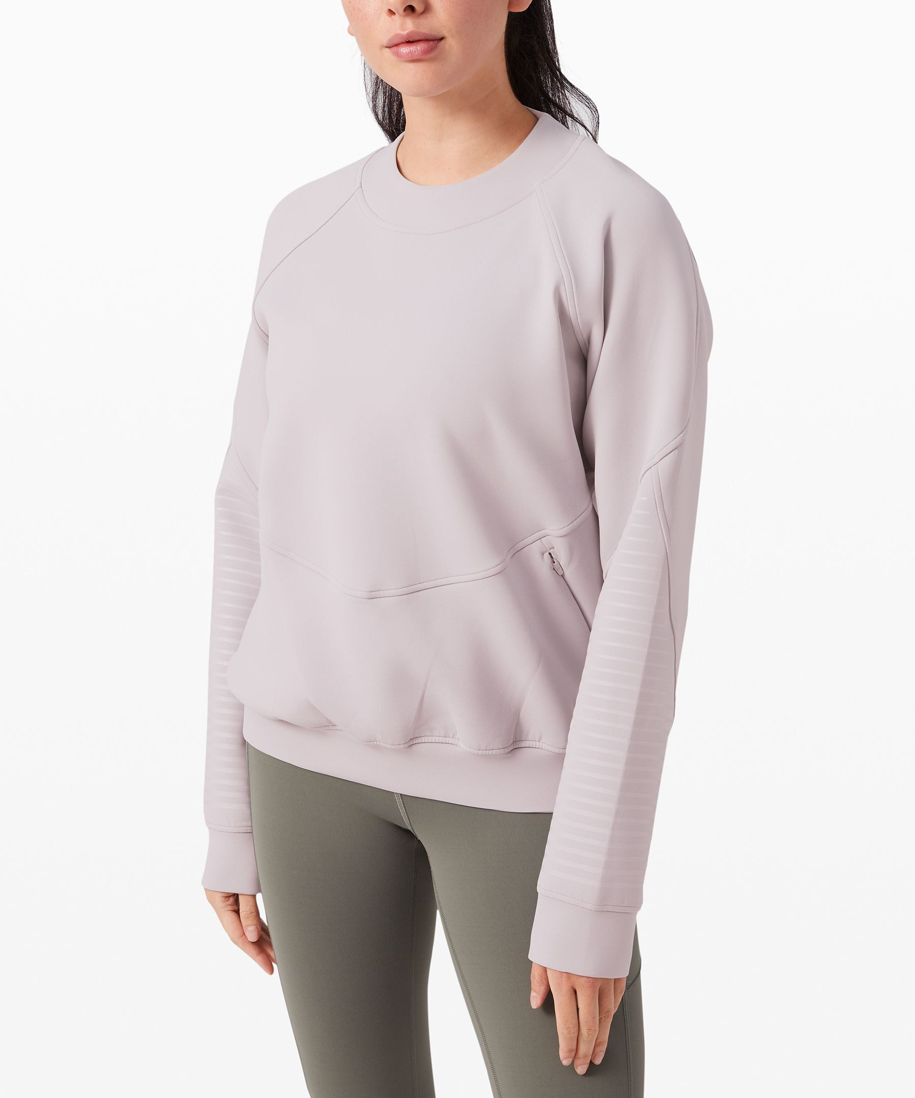 Gear up for your warm-ups and  keep your cool-downs looking  fresh in this relaxed crew  neck, made with room to layer  over sweaty gear.