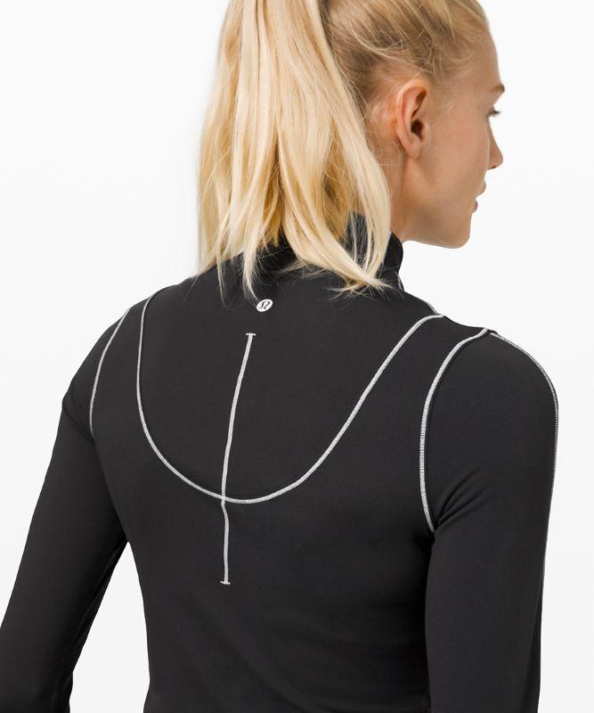 Contoured Curves Crop Long Sleeve