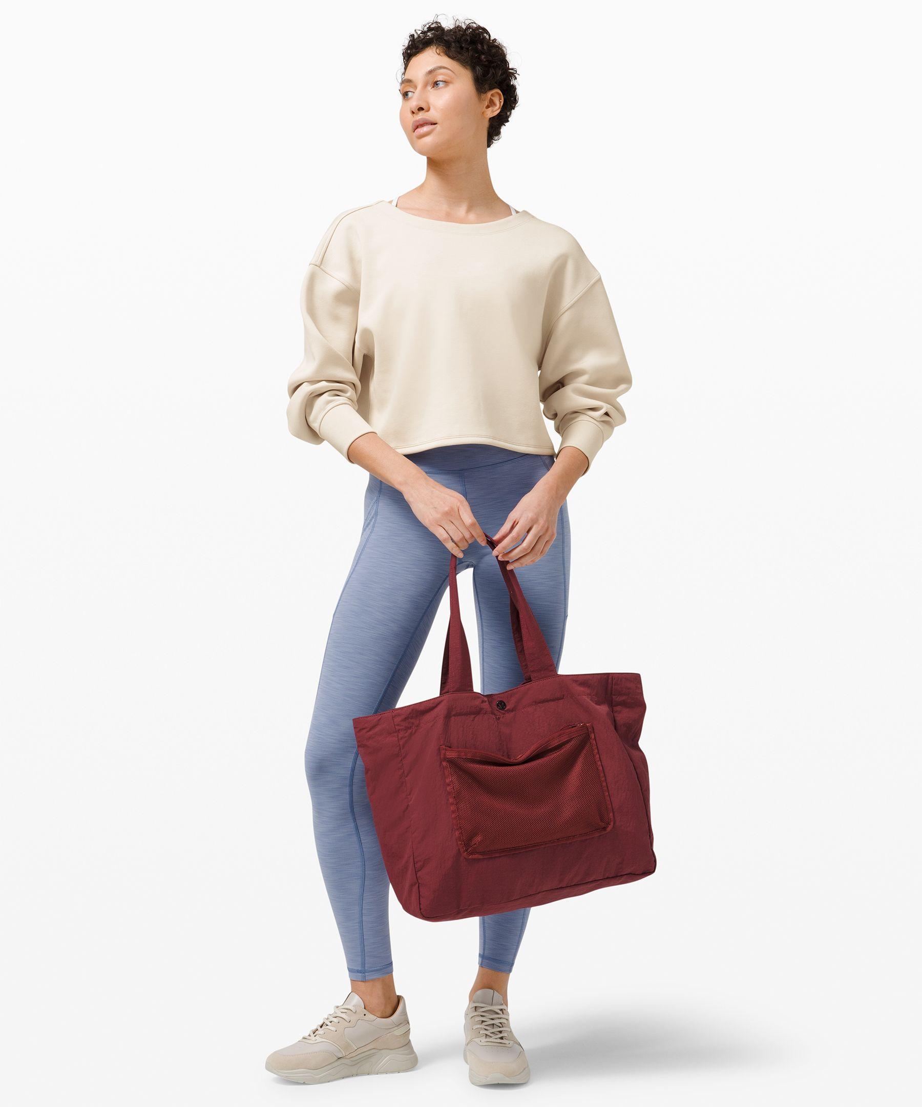 Pullover mit Twist, dessen Rückseite auch vorne getragen attraktiv aussieht