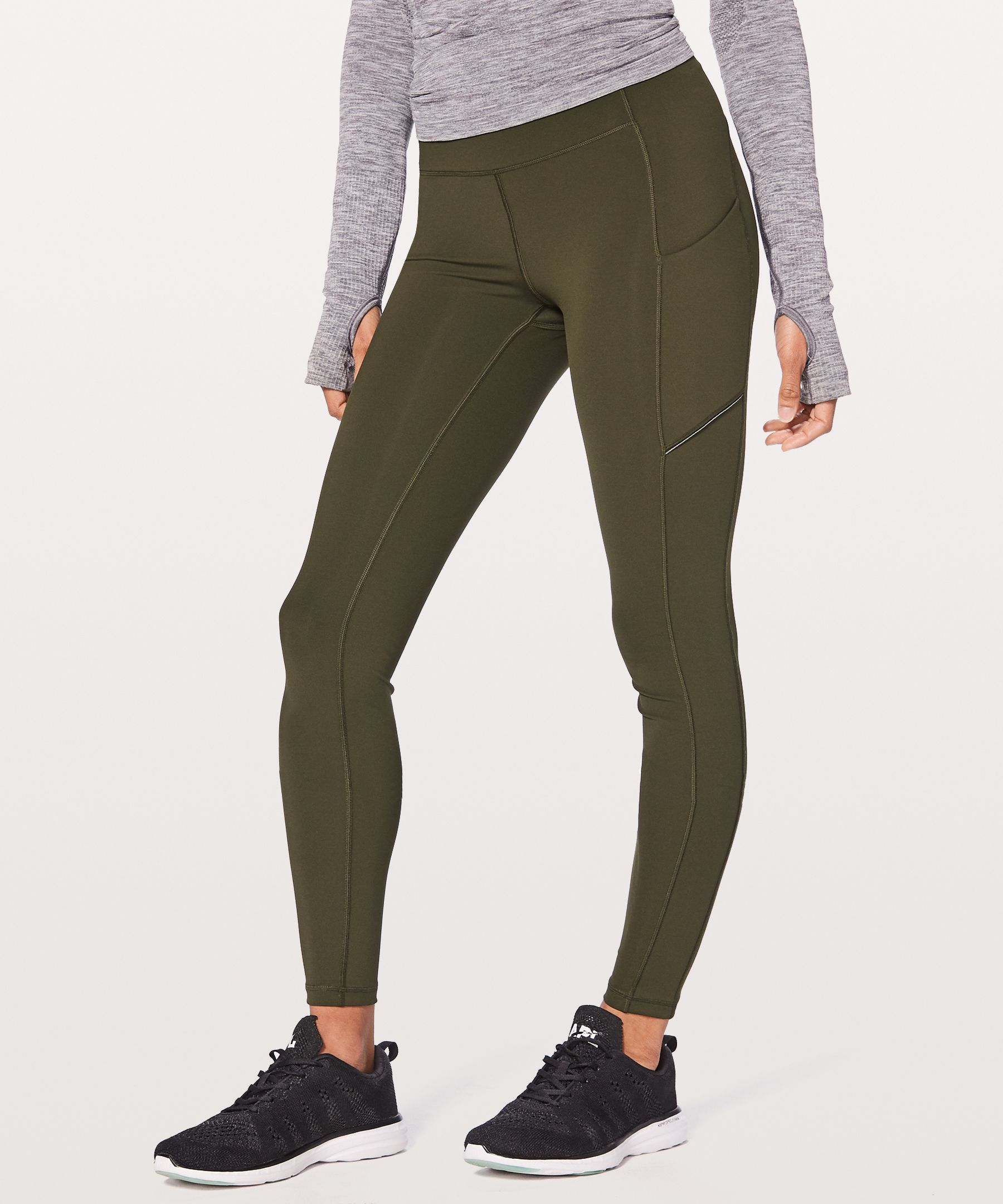 We designed these tights with easy-access pockets and water-repellent fabric so you can focus on your run—not your gear.