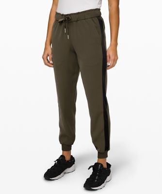 On the Fly Jogger *ベルベットのトリミング