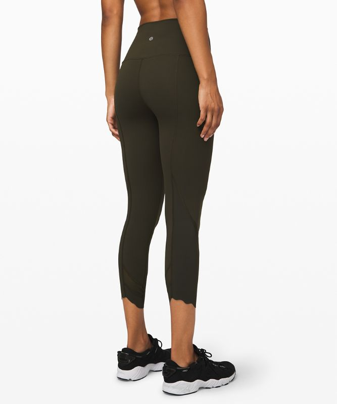 "Wunder Under High-Rise Crop 23"" Scallop Full-On® Luxtreme"