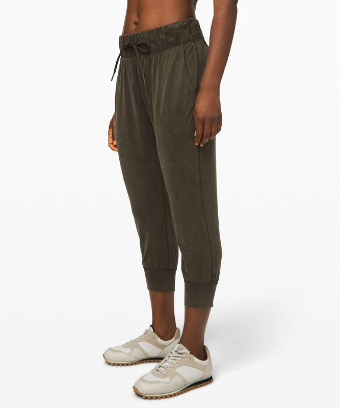 Lost in Leisure Crop Jogger