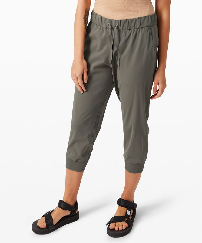 """On The Fly Crop Jogger 23"""" *Online Only"""