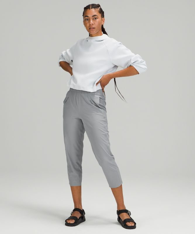 Ease Back In High-Rise Crop