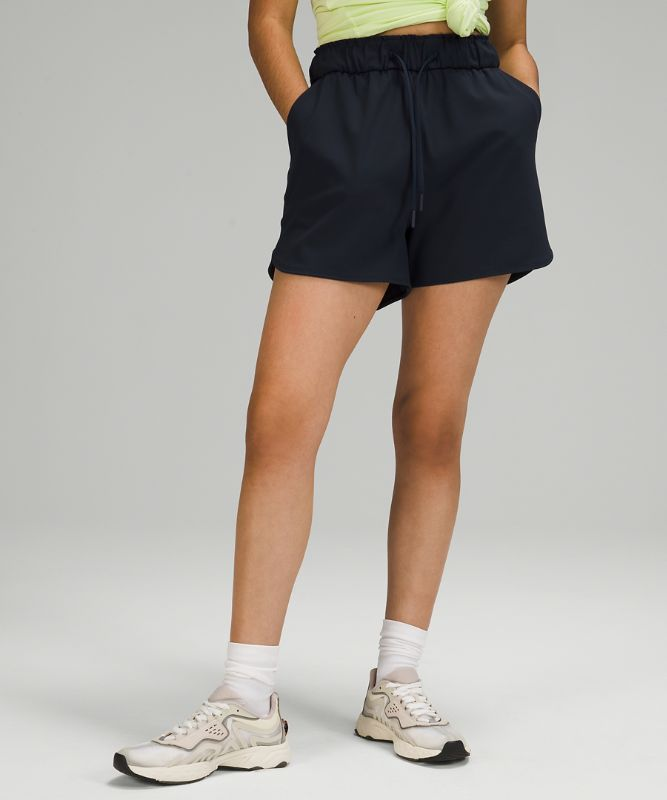 """Stretch High-Rise Lined Short 3.5"""""""