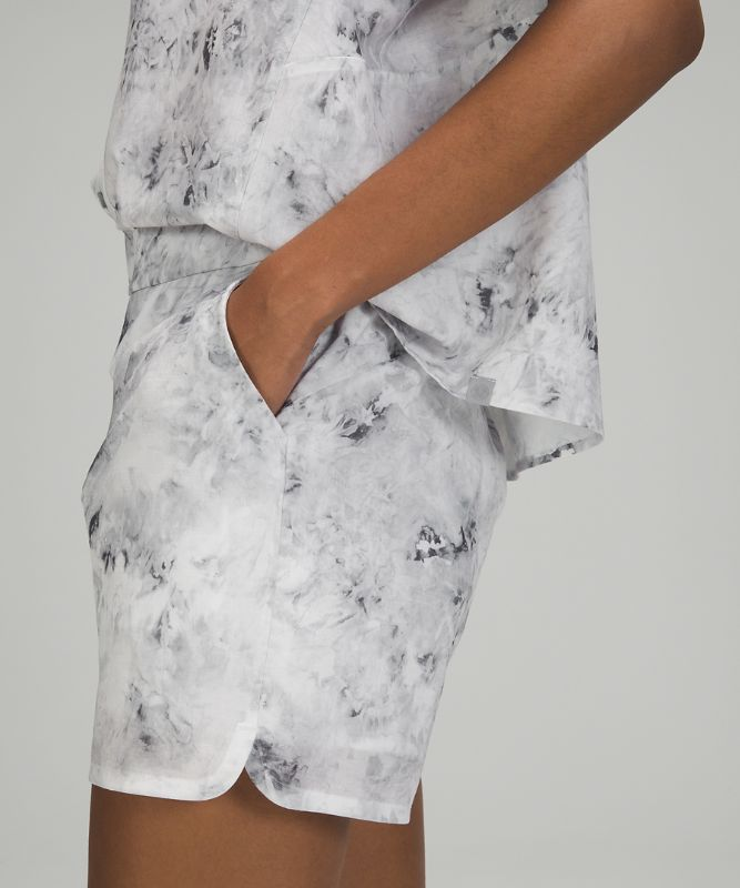 """Flat-Front Relaxed High-Rise Short 4.5"""""""