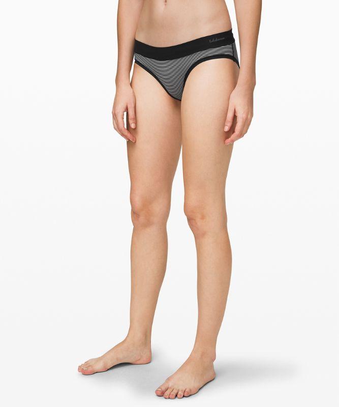 Weicher, atmungsaktiver Bikini *Gestreift