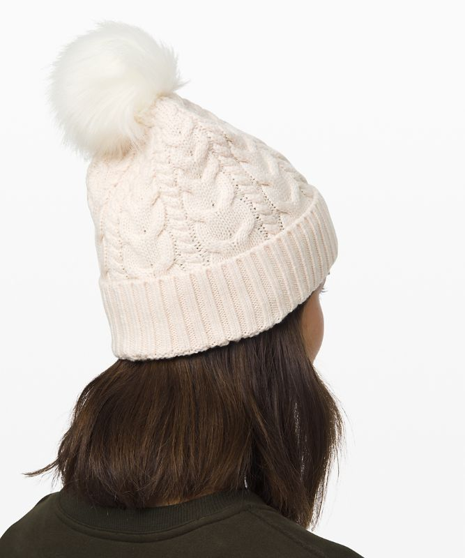 Bonnet Twisted Bliss