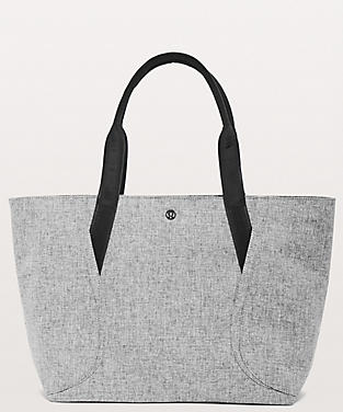 Photo Of Out Range Tote 20l