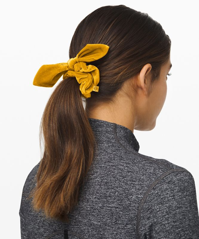 Uplifting Scrunchie Bow *Velvet