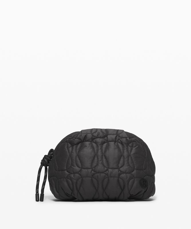 Pochette Quilted Embrace