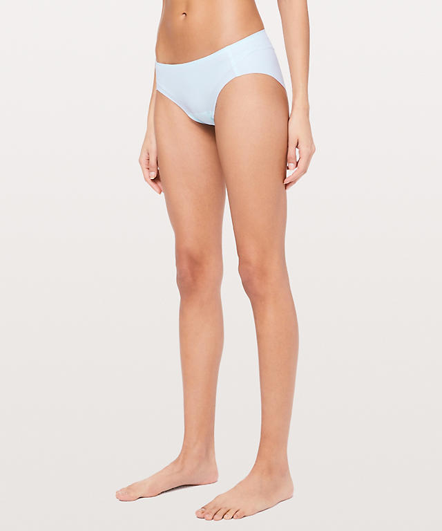 Amrita singh bikini