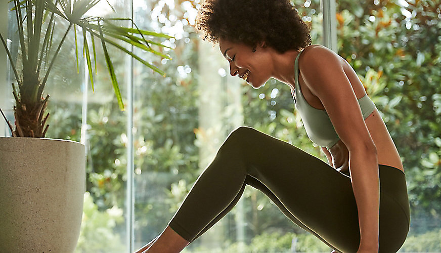 000e4f7544 Woman sitting wearing Align pant and bra.